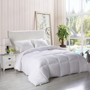 Lightweight Down Alternative All Season Comforter from Utopia Bedding