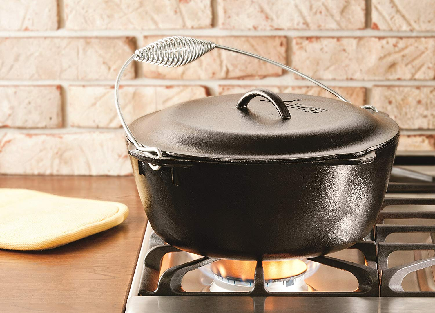 Lodge L10DO3 7-Quart, Pre-Seasoned Cast-Iron Dutch Oven coupled with Iron Cover