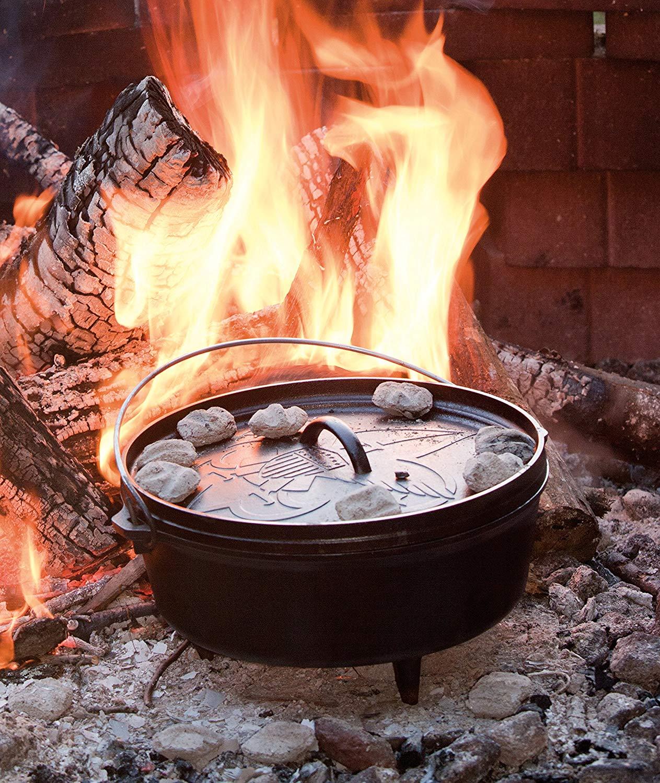 Lodge L12CO3BS 6-Quart America Boy Scouts Cast Iron Pre-Seasoned, Camp Dutch Oven